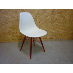 DSW Chair with Ghost Leg