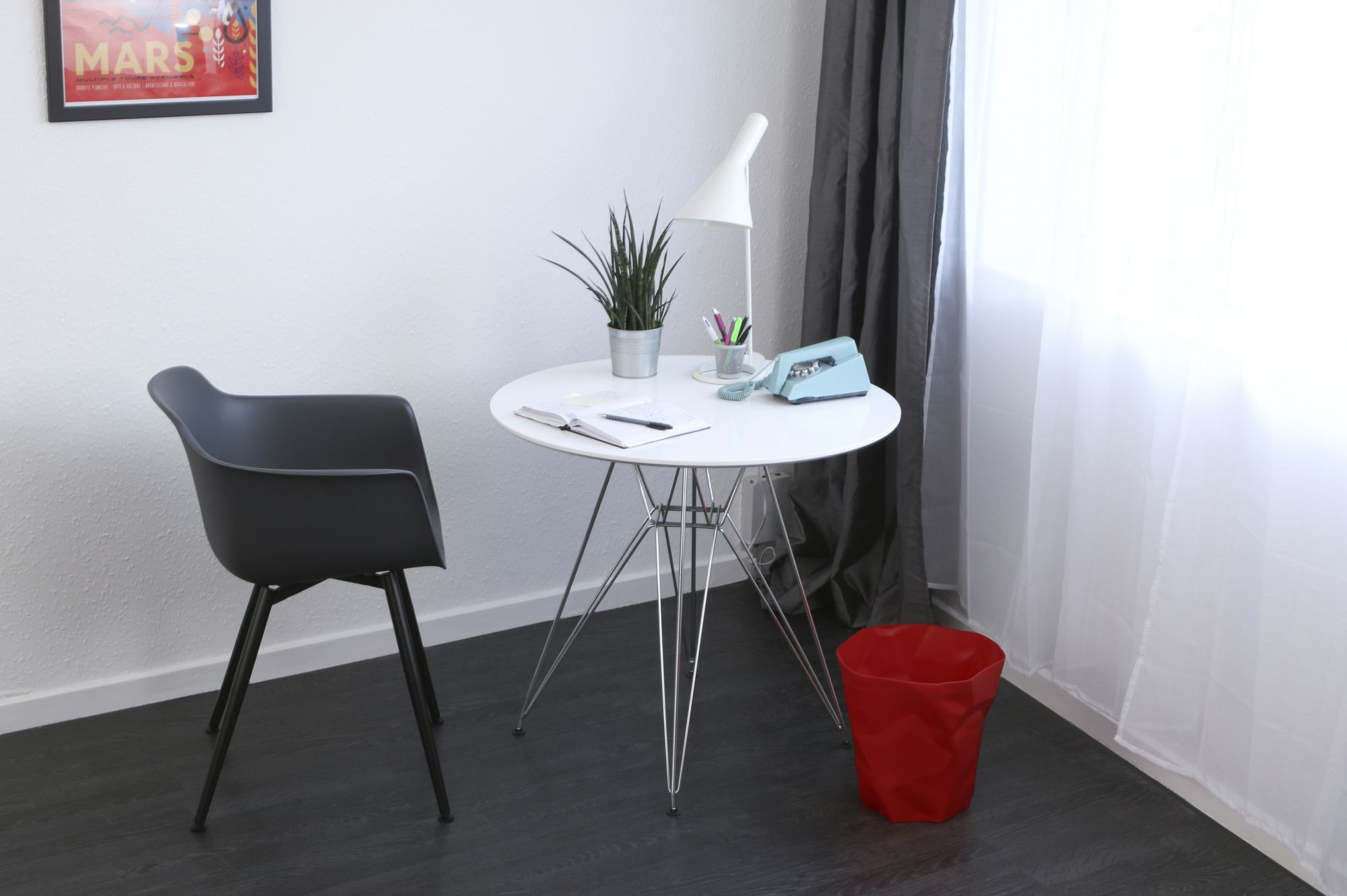 fauteuil-accoudoirs-table